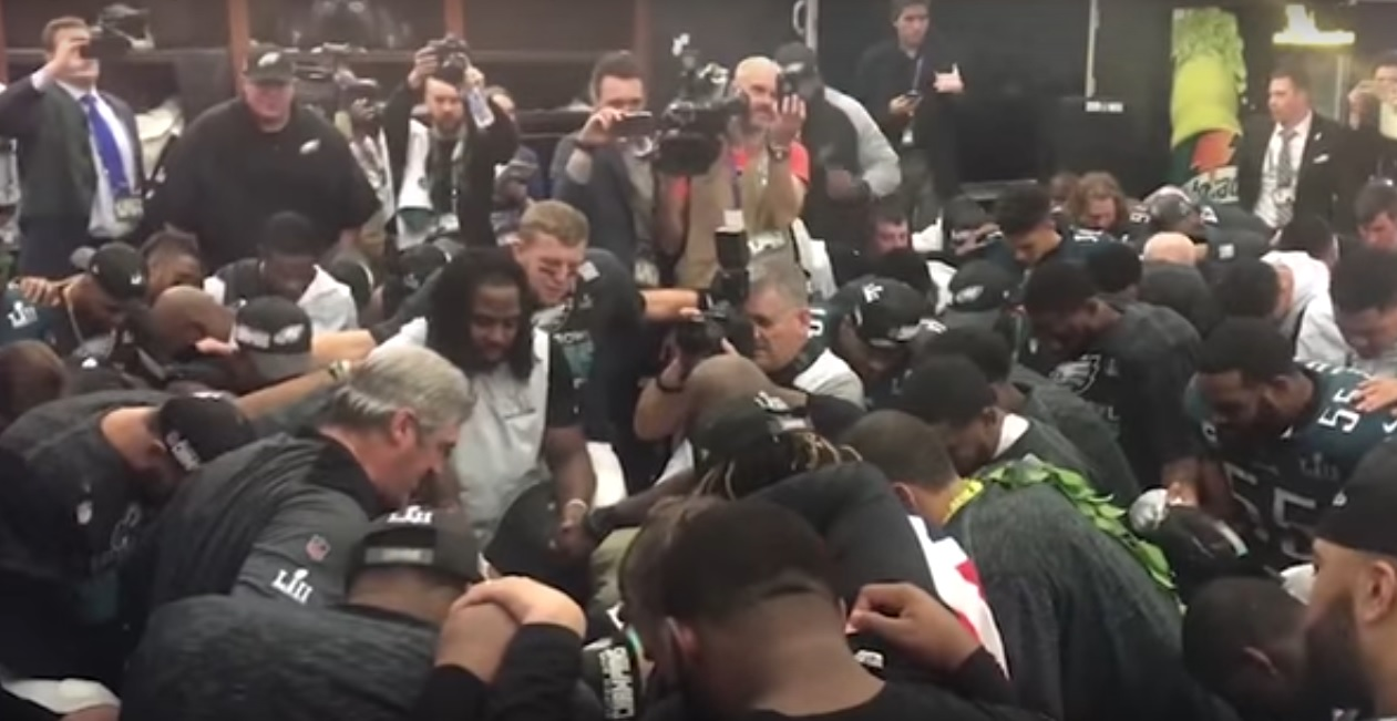 Team kneels for Lord s Prayer after Super Bowl win - Oregon Faith Report 423fdfd55